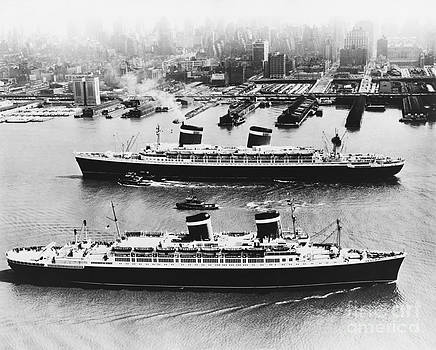 Photo Researchers - United States Lines Ships