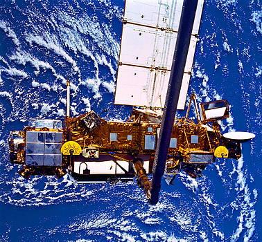 Padre Art - Upper Atmosphere Research Satellite