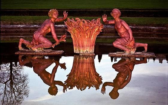 Versailles Fountain by Kurt Weiss