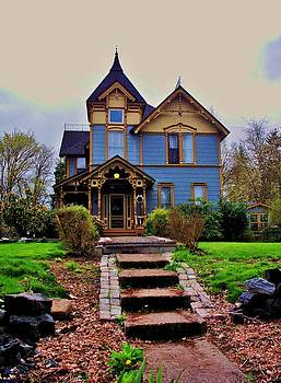 Victorian Home by Marilyn Lyon