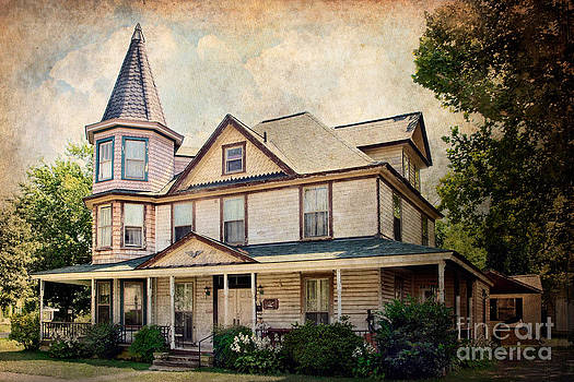 Victorian House Colonial Beach by Susan Isakson