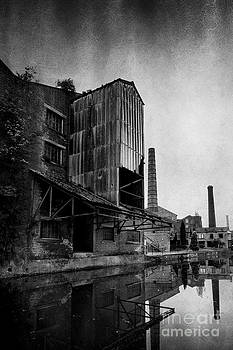 Victorian Mill - Saltaire by David Smith
