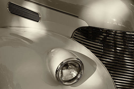 TONY GRIDER - Vintage Chevy Grill Monochrome