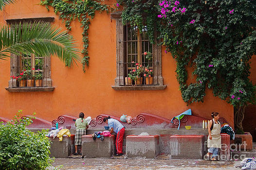 Craig Lovell - Washer Women - Mexico