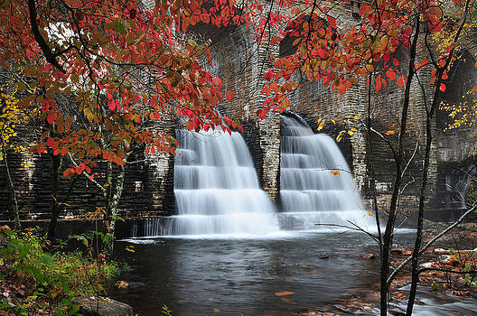 Waterfall by Roger Phipps