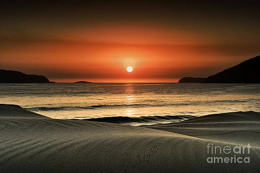 Waves at dawn by Michael Howard
