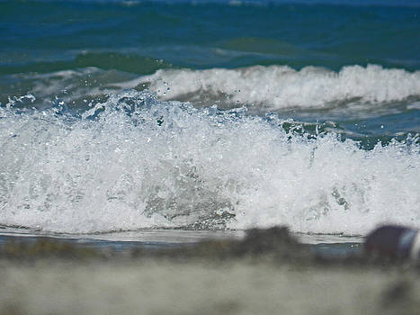 Waves in the Gulf by Mamie Thornbrue