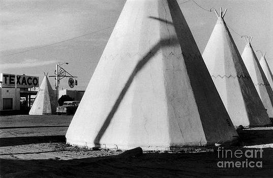 Wigwam Motel  by Homer Sykes