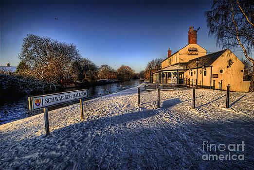 Yhun Suarez - Winter At The Boat Inn