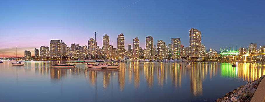 Yaletown Panorama by Mirco Millaire