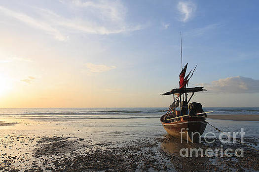 Boat by Buchachon Petthanya