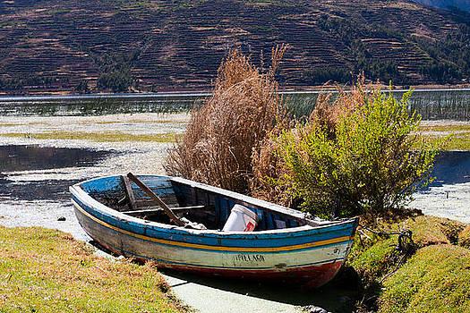 Boat by Kusi Seminario