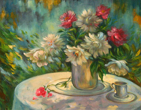 Flowers on the round table by Ema Radovanovic