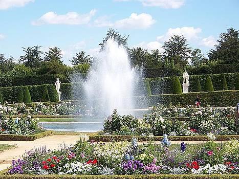 fountains in Versailles gardens by Maggie Cruser