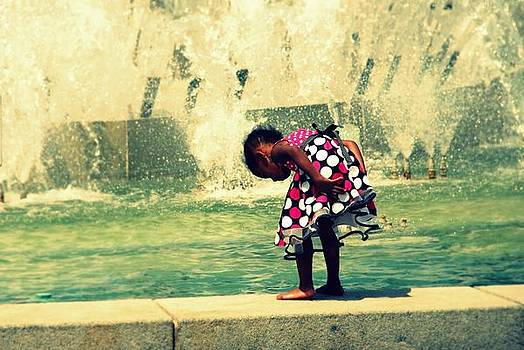 Girl At The Fountain by Jennifer Kelly