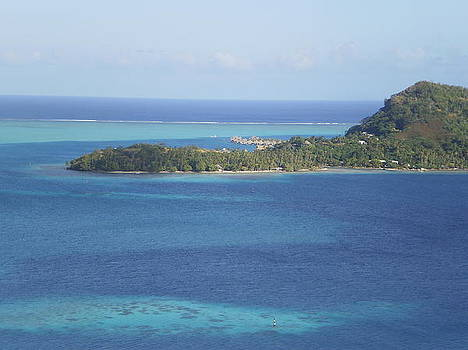 Lookout point from Bora Bora Mountain by Paul Jessop