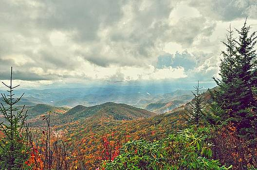 Wolf Creek Overlook by Donnie Smith