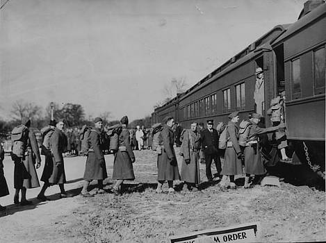 Chicago and North Western Historical Society - Infantry Boards Train-1939