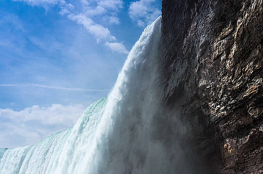 Horseshoe Falls by Phillip Burrow