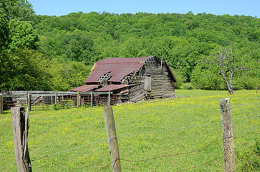 Old Goshen Barn by Susan Leggett