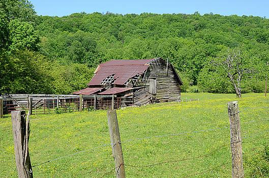 Old Goshen Barn by Susan Leggett