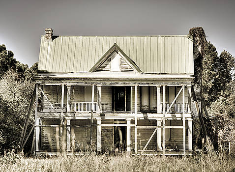 Abandoned Plantation House #1 by Andrew Crispi