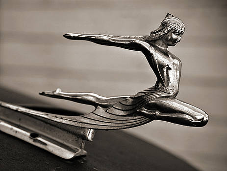Marilyn Hunt - Art Deco Hood Ornament