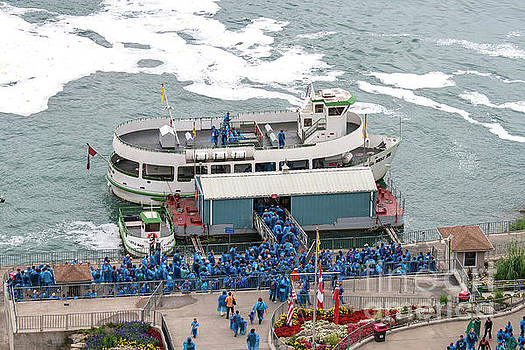 Patricia Hofmeester - Boarding the Maid of the Mist