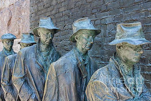 Patricia Hofmeester - Bread line sculpture