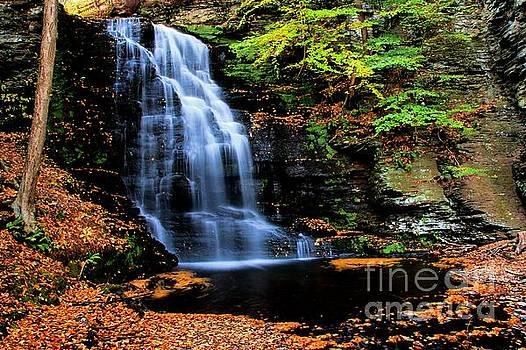 Matthew Winn - Bridal Veil Falls in Autumn