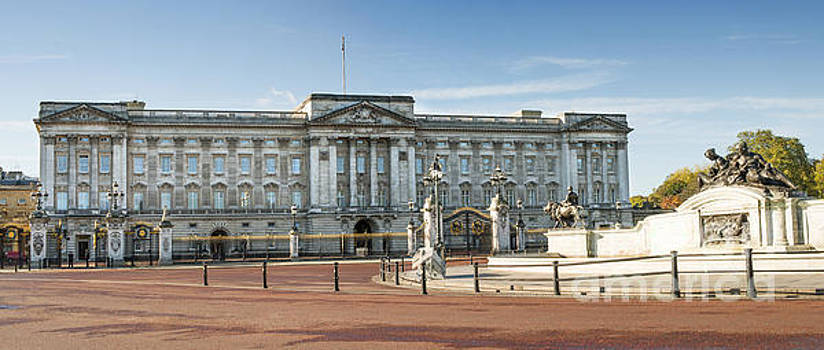 Buckingham palace by Deyan Georgiev