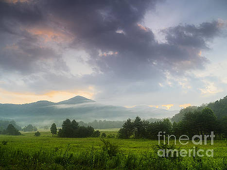 Cades Cove. by Itai Minovitz