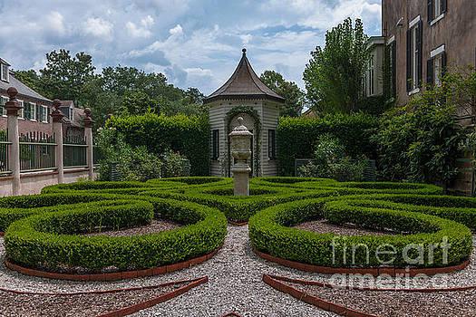 Dale Powell - Classic Charleston Gardens
