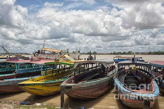 Patricia Hofmeester - Colorful wooden boats in Paramaribo