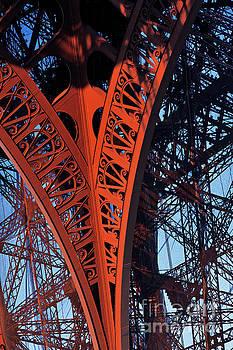Eiffel Tower, Paris by David Bleeker