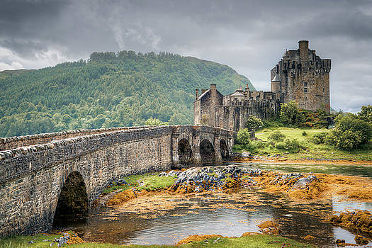Eilean Donan Castle by Ray Devlin