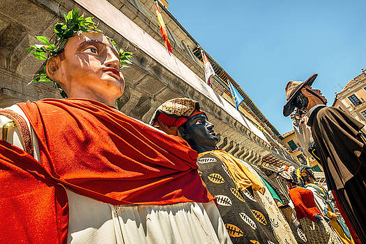 Eduardo Huelin - Giants and big heads in Segovia Festival Spain