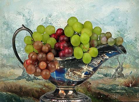 Grapes by Manfred Lutzius