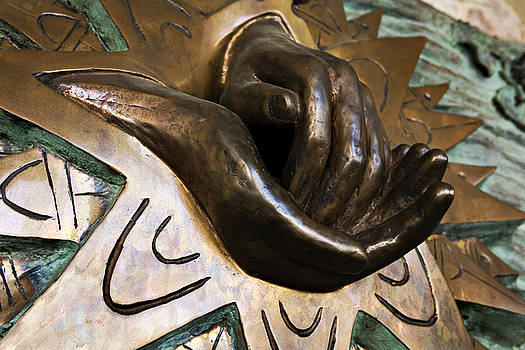 Marilyn Hunt - Helping Hands