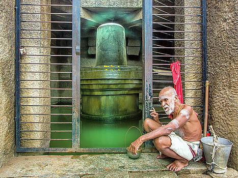 Dominic Piperata - Holy Man at Badavi Linga Temple