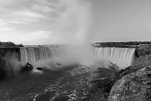 Horseshoe Falls by Jim Koniar