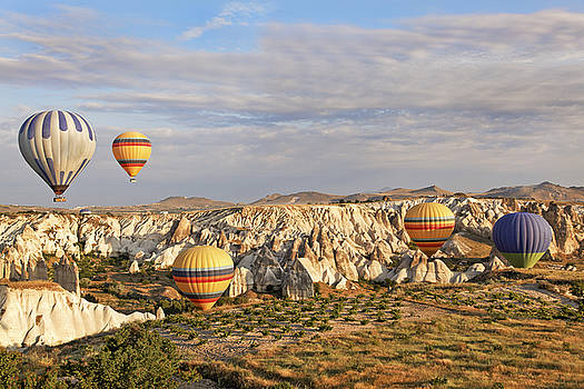 Kantilal Patel - Hot air Balloons in Ravine
