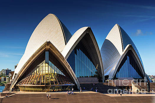 Iconic Sydney Opera House by Andrew Michael