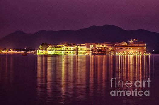 Lake Palace Night Scenery by Yew Kwang