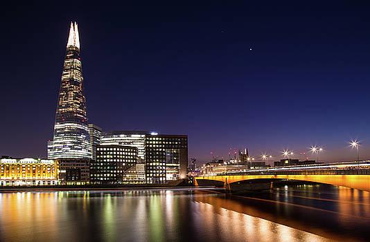 London 20 by Mariusz Czajkowski