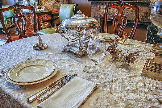Patricia Hofmeester - Luxury table setting with silver