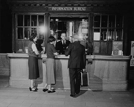 Chicago and North Western Historical Society - Madison Street Station Information Bureau - 1940