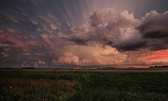 Mammatus clouds  by Melanie Janzen