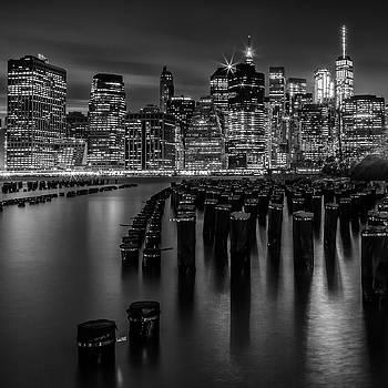 Melanie Viola - Manhattan Skyline at Sunset - Monochrome