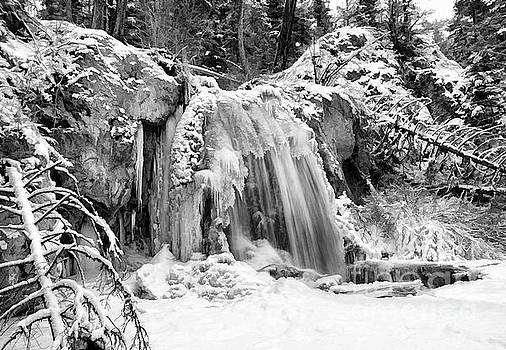 Roland Stanke - Middle Falls in Winter